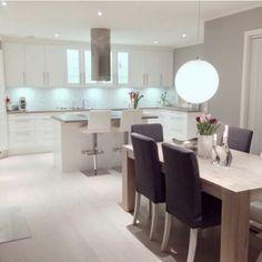 Küche mit Esszimmer☺ Open Plan Kitchen Living Room, Home Living Room, Kitchen Interior, Kitchen Design, Home Projects, Sweet Home, New Homes, House Design, Interior Design