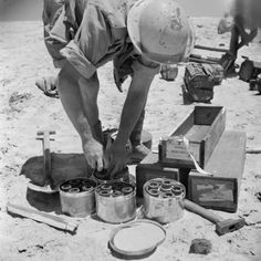 A South African sapper removing anti-personnel mines from protective containers, Egypt, 2 July 1942. - See more at: http://ww2today.com/2nd-july-1942-churchill-wins-another-vote-of-confidence-in-the-commons#sthash.XqH4KqoK.dpuf