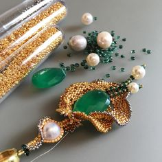 Рождаются #серьги  #хризопраз #tahitianpearl #pearls #swarovskiperls #emerald #gold #chrysoprase #earrings #handmade #beadedart #beads #miyuki