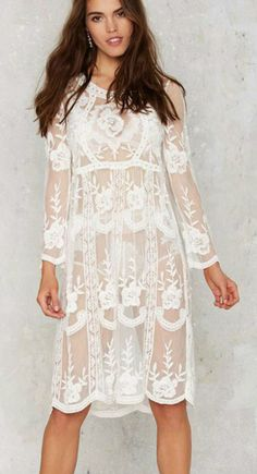 Wanna a sunshine holiday? Try this dress detailed with flroal lace trim, v neck, long sleeve and loose fit design.