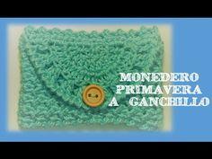 Crochet clutch or easy handbag Crochet Pouch, Crochet Keychain, Crochet Purses, Cute Crochet, Crochet Doilies, Crochet Stitches, Knit Crochet, Crochet Patterns, Knitting Videos