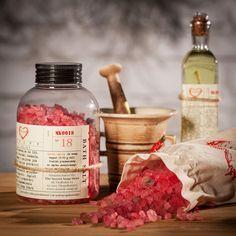 Nasze naturalne sole do kąpieli nie tylko pięknie pachną, ale też świetnie detoksykują ciało <3 Pełną ofertę znajdziesz na http://secret-soap.com/sole-do-kapieli-48