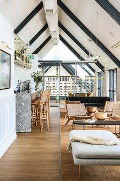 New eatery Avenue Waterside is housed in a redesigned A-frame building overlooking the Durban Yacht Mole. The traditional tropes of maritime design are precisely what architect Kevin Boyd wanted to avoid when designing this space.