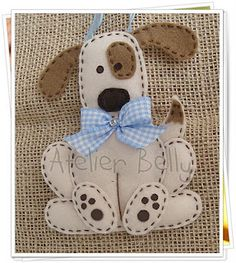 Operation Christmas Child Ideas - such a cute doggie! Could be made into a softie Operation Christmas Child, Felt Christmas Ornaments, Kids Christmas, Christmas Crafts, Felt Dogs, Felt Cat, Fabric Crafts, Sewing Crafts, Sewing Projects
