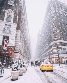 New York City Winter Schneebedeckte Straßen erkunden die Welt Reisen Siehe NYC New York City Christmas, Christmas Travel, Holiday Travel, Christmas Countdown, Cozy Christmas, Christmas 2019, Christmas In New York, Christmas Images, Outdoor Christmas