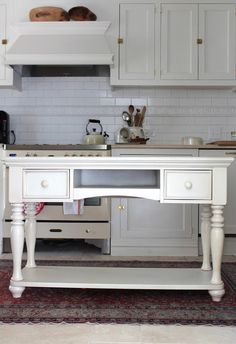 Hello there, pretty kitchen island... {And @Designing Domesticity #DIYed this, y'all! So cool! } /ES