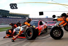 At-track photos: Saturday, Kansas:   Sunday, May 8, 2016  -   A look at polesitter Martin Truex Jr.'s pit stop with the No. 78 Furniture Row Racing team.  -   Photo Credit: Photo by Sean Gardner/NASCAR via Getty Images