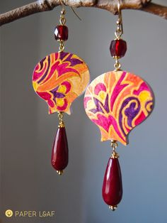 handpainted paper earrings with rubine root and glass beads | acrilyc paint on Canson cardstock | Paper Leaf