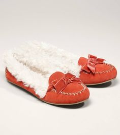 e75e17adab4 AEO Suede Bow Moccasin - I totally want these in coral and silver! So pretty