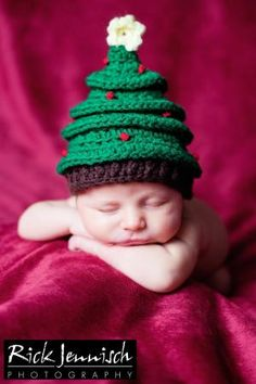 Newborn Crochet Christmas Tree Hat, Photography Prop. $24.00, via Etsy. Soooooo cute!!! by EniChavez
