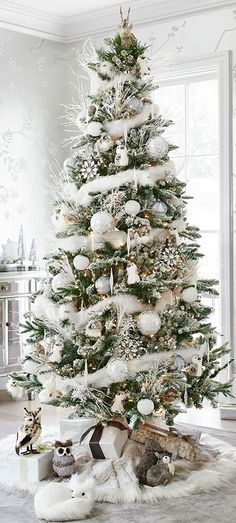 Here are 100 best Christmas Trees ideas. These Christmas Trees decor ideas & inspirations will help you in your Christmas decorations & Christmas tree decor Pretty Christmas Trees, Woodland Christmas, Christmas Tree Themes, Silver Christmas, Noel Christmas, Rustic Christmas, Xmas Decorations, Christmas Photos, Christmas Projects