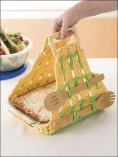 Just an image, but I love the concept of adding utensil holders to dish carrier. It would be a nice present to offer as a set (with the plate and the ustensils!)