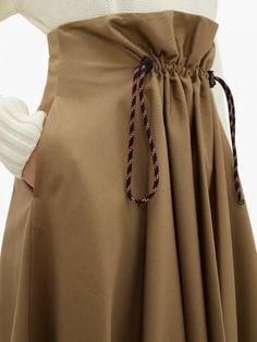 "Кому идею? Как ""подогнать"" брюки по фигуре, если они вам велики. | МАТРИЦА МОДЫ! | Яндекс Дзен Look Fashion, Fashion Details, Skirt Fashion, Fashion Dresses, Womens Fashion, Fashion Design, Fashion Trends, Mode Plus, Moda Chic"
