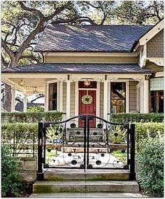 Victorian Cottage in Pasadena-red door
