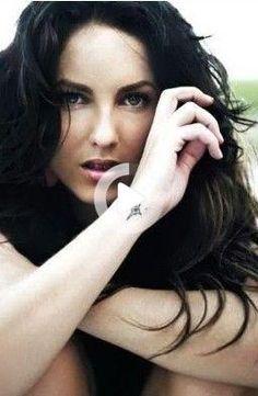 Cute Small Wrist Tattoos For Girls   #tattoo #girls #wrist www.loveitsomuch.com #tattoodesigns #minitattoos #wristtattoos Cute Thigh Tattoos, Wrist Tattoos Girls, Small Wrist Tattoos, Sleeve Tattoos For Women, Tattoos For Women Small, Girl Tattoos, Cloud Tattoos, Barbara Mori, Tattoo Sonne