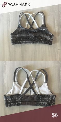 1be5d5eb2a11f GIRLS STRAPPY SPORTS BRA Strappy detail in the back (shown in pictures)