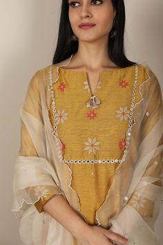 Silk Kurti Designs, Simple Kurta Designs, Kurta Designs Women, Kurti Designs Party Wear, Neck Designs For Suits, Dress Neck Designs, New Designer Dresses, Indian Designer Outfits, Kurti Embroidery Design