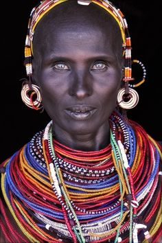 What a beautiful face - lovely bone structure and eyes in particular. Love her skin tone too, almost blue-black. The Maasai must be the most stylish people ever. Maasai by John Kenny. John Kenny, Black Is Beautiful, Beautiful Eyes, Beautiful World, Beautiful People, Gorgeous Lady, Stunningly Beautiful, Beautiful Person, Amazing People