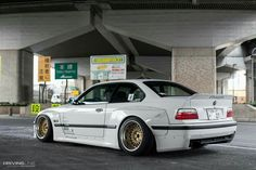 BMW E36 M3 white widebody slammed