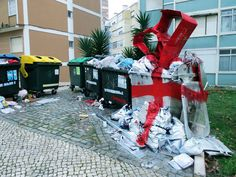 Bordalo-II-streetArt-Porto-Lisbon-Portugal-art-garbage-garbage