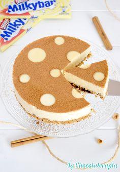 Cheesecake de chocolate blanco, canela y avellanas // White chocolate cheesecake with cinnamon and hazelnuts White Chocolate Cheesecake, Canapes, Cheesecakes, Gingerbread Cookies, Tiramisu, Cinnamon, Cupcakes, Tasty, Ethnic Recipes