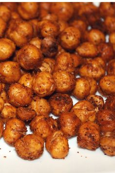 Tex Mex Roasted Chickpeas- Have you tried roasting chickpeas? Roasted chickpeas make a delicious snack even kids will enjoy. Once you add your seasonings and roast them, they become a crunchy snack that can become habit-forming. Feel free to experim Chickpea Recipes, Vegetarian Recipes, Cooking Recipes, Healthy Recipes, Chickpea Snacks, Healthy Snacks, Healthy Eating, Keto Snacks, Edamame