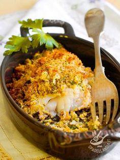 Se avete ospiti a cena che amano la cucina sana, impreziosita da aromi profumati e un po' esotici, provate il Nasello gratinato: il successo è assicurato!