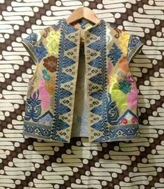 Blouse Batik, Batik Dress, Traditional Fabric, Traditional Dresses, Batik Fashion, Boho Fashion, Mode Batik, Batik Kebaya, Batik Pattern