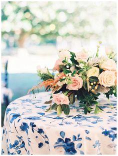 La Tavola Fine Linen Rental: Harper Blue | Photography: Nancy Ray, Event Design & Planning: Calder Clark, Florals and Production: Blossoms Events
