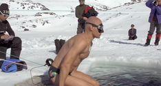 Homem Consegue Nadar 76 Metros Dentro De Lago Congelado