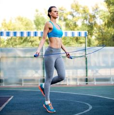 10 Exercises Ladies Over Forty Will do to Feel Twenty Years Younger - Blossom Life Shakira, Jennifer Lopez, Faire Des Squats, Brisk Walking, 10 Minute Workout, Resistance Workout, Core Muscles, Aging Process, Muscle Pain