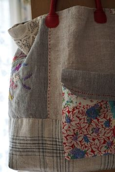 Beautiful photo - have a look at our report for additional inspiring ideas! Patchwork Bags, Quilted Bag, Fabric Bags, Fabric Scraps, Sewing Crafts, Sewing Projects, Spring Bags, Boho Bags, Craft Bags