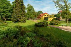 Parkgaststätte Laucha Restaurant, Freundlich, Park, Mansions, House Styles, Home Decor, Beer Garden, Playground, Photo Illustration