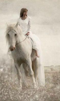 <3 white fairytale horse <3