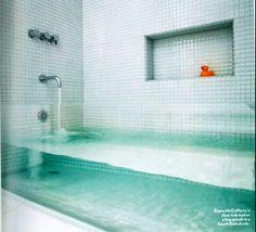Clear bathtub