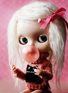 blythe dolls also like bubble gum