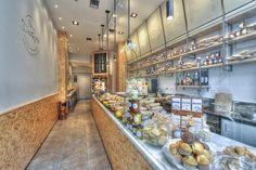 Panini Durini | Via Durini 26, Milano >>> Panini n°15 ! speck, brie, caprino al peperoncino, pomodoro cuore di bue e filetti di melanzana :)