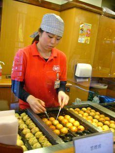 takoyaki Japanese Street Food, Japanese Streets, Takoyaki, Roma Tomatoes, Balsamic Vinegar, Tokyo, Bacon, Stuffed Mushrooms, Stuff Mushrooms