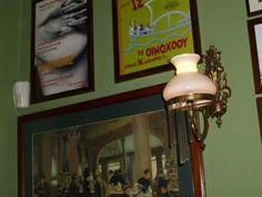 ΟΙΝΟΧΟΟΣ -θεσσαλονικη(κωνσταντινου μελενικου 39) μικρουλι κ πολυ παρειστικο. ομορφο μερος γ φαγητο.παλιες διαφημισεις στους τοιχους κ ενας μαυροπινακας με ολα τ καλα της ημερας! πολυ μεγαλες μεριδες κ πραγματικα συμφερουσες τιμες! γ καποιον λογο το προτιμω για τα μεσημερια του χειμωνα! δοκιμασμενα κ πραγματικα νοστιμα:κοτοπουλο με δαμασκινα κ συκα κ κοτοπουλο με βασιλικο,χαλουμι κ ντοματα! Mason Jar Lamp, Places To Eat, Barware, Table Lamp, Restaurant, Lighting, Home Decor, Table Lamps, Decoration Home