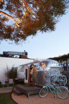 Each of the five trailers at the new Santa Barbara Auto Camp comes with 2 beach cruisers for touring town like a local.an Airstream hotel. Airstream Living, Airstream Campers, Airstream Interior, Vintage Airstream, Vintage Travel Trailers, Camper Trailers, Vintage Campers, Vintage Rv, Airstream Rental