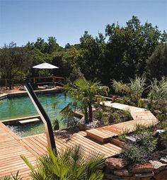 Baignade naturelle bio Natural Swimming Pools, Construction, Villa, Outdoor Furniture, Outdoor Decor, Garden Bridge, Sun Lounger, Outdoor Structures, Ponds