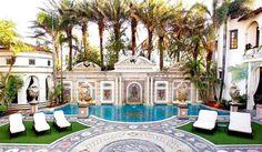 100 millones de euros por la mansión donde asesinaron a Versace