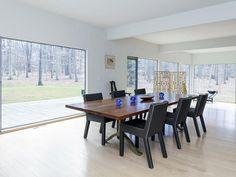 Sala de jantar cercada por vidros Casa Princeton, NJ http://vilabacana.com.br/inspiracao/casa-princeton/