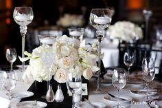 black white wedding ivory  Ideas para los arreglos bajitos con las velas altas