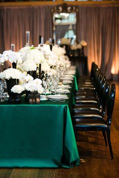 Glamorous Emerald, Black, and White Wedding Table with Lamour Boxwood Linens #emerald #wedding
