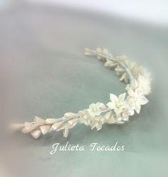 Tiaras y Tocados : Media corona con Flores de Porcelana