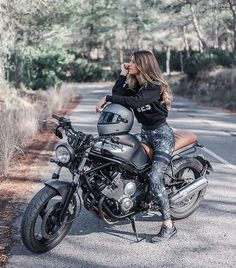 motocross supercross enduro dirtbikes offroad harley getriebe motorrad supermoto y . - Motorcycles and Other Beautiful Things - Motorbike Girl, Cafe Racer Motorcycle, Motorcycle Outfit, Biker Chick Outfit, Women Motorcycle, Female Motorcycle Riders, Biker Chick Style, Girl Bike, Cafe Racer Helmet