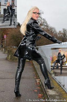 The Fetish Queen Vinyl Raincoat, Pvc Raincoat, Imper Pvc, Latex Boots, Vinyl Dress, Vinyl Clothing, Latex Dress, Sexy Latex, Leather Fashion