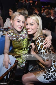 Actors Saoirse Ronan (L) and Margot Robbie attend the 2018 Film Independent Spirit Awards on March 2018 in Santa Monica, California. Margot Robbie Husband, Margot Robbie Wolf, Margot Robbie Movies, Margo Robbie, Pan Am, Margot Robbie Birthday, Girl Crushes, Pretty People, Beautiful People