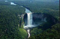 Une des plus belle chute d'eau et la plus grande reste le Kaieteur Falls en Guyane. Je sais que lorsque j'aurai les moyens, je le ferai !  #afaire #magnifique #tresbeau